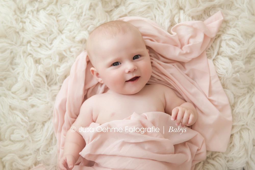 zuckers e babybilder in leipzig leonore 4 monate moderne schwangerschaftsfotos. Black Bedroom Furniture Sets. Home Design Ideas