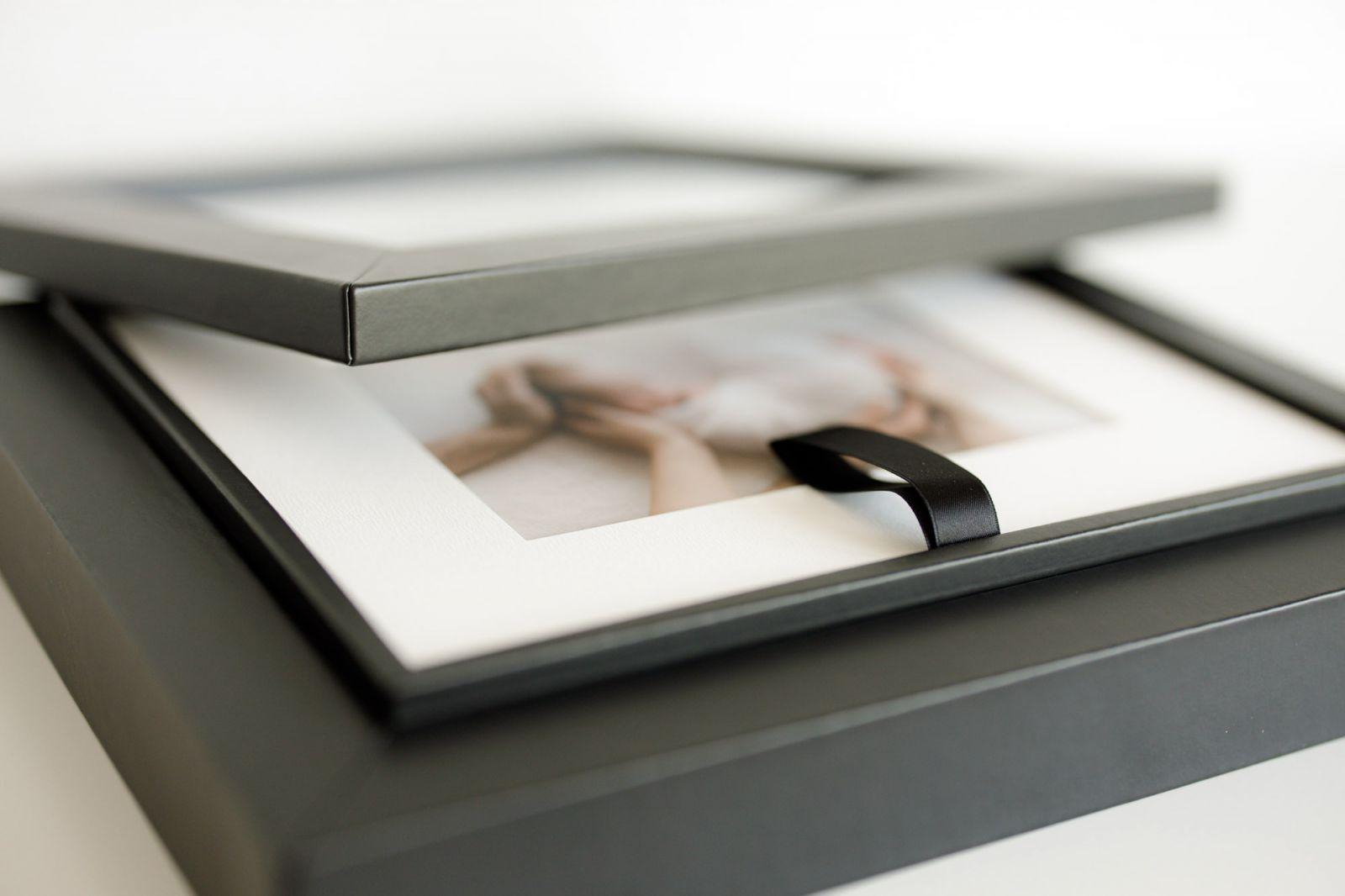 Passepartout Box mit Fotos von Neugeborenen